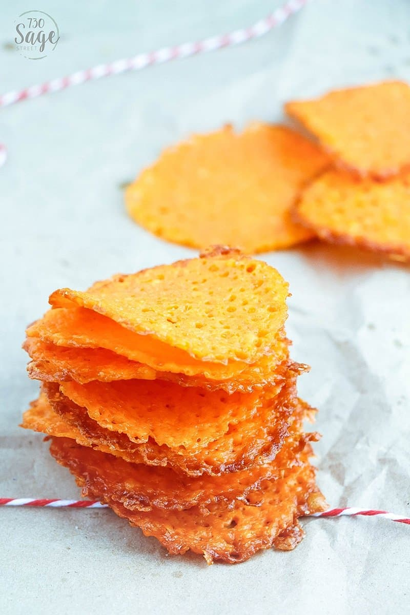 Garlic Cheddar Cheese Crisps