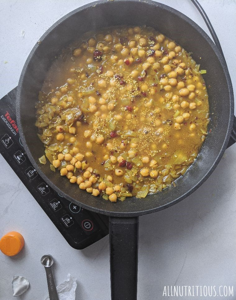 cooking quinoa and chickpeas
