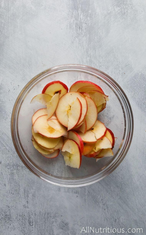 sliced apples in bowl