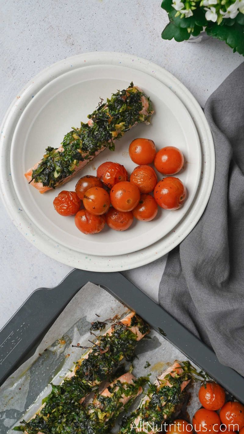plate with salmon and tomatoes