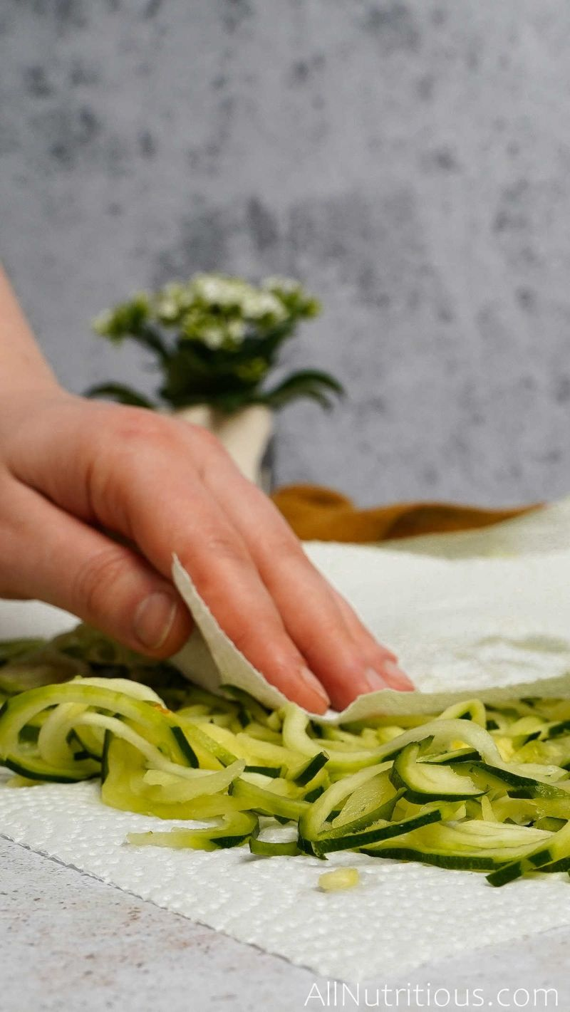 drying zucchini noodles