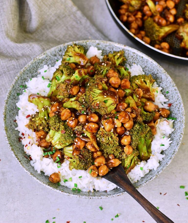 Garlic Broccoli Stir Fry with Chickpeas
