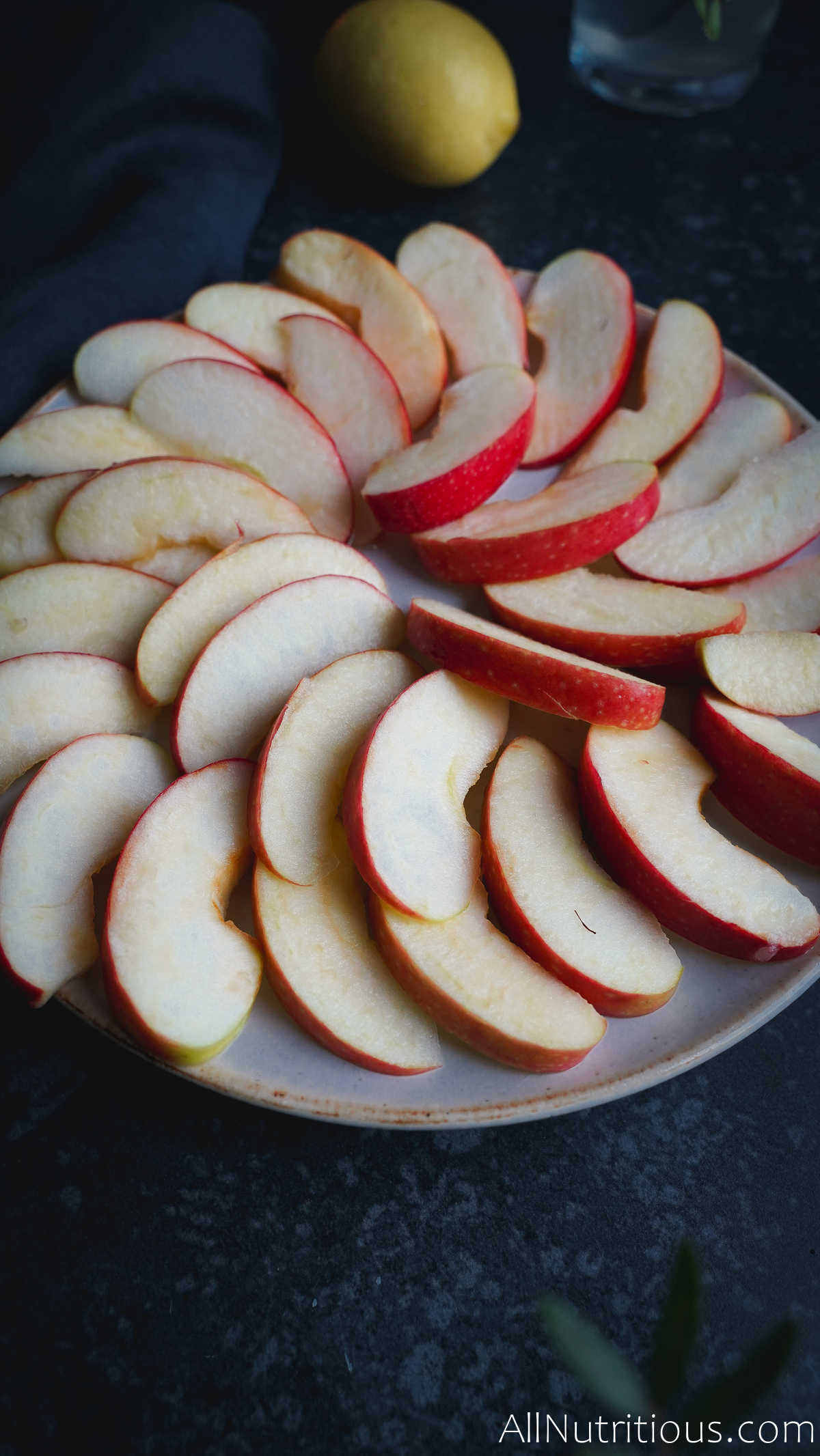 sliced apples placed in a circle