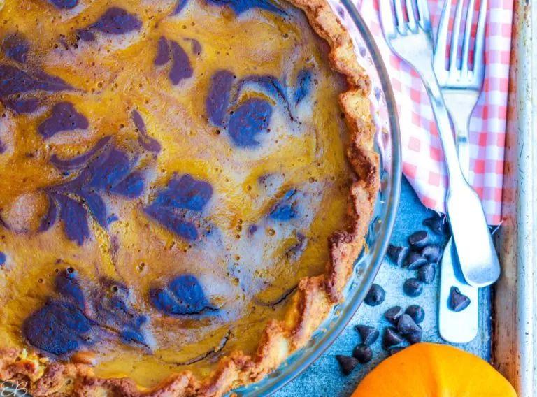 Keto Chocolate-Swirled Pumpkin Pie